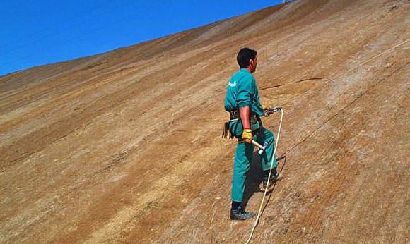 Instalación de mantas orgánicas para el control de la erosión
